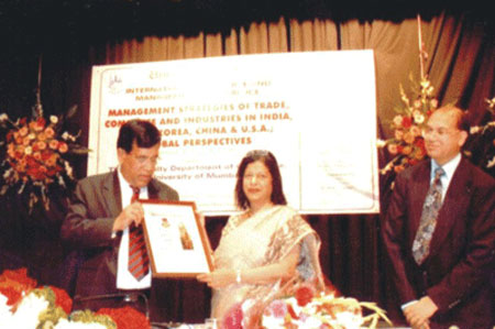 felicitation-Dr.Daphne-Pillai