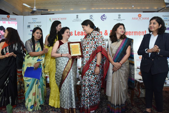 ASSOCHAM WOMAN ACHIEVER OF THE YEAR AWARD (2)