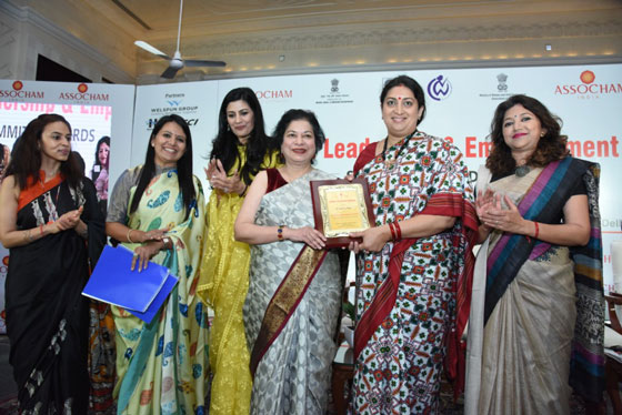 ASSOCHAM WOMAN ACHIEVER OF THE YEAR AWARD (3)