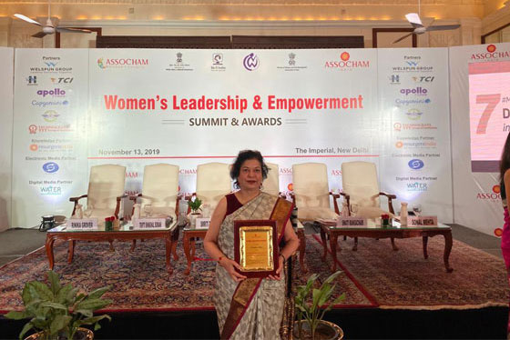ASSOCHAM WOMAN ACHIEVER OF THE YEAR AWARD (4)