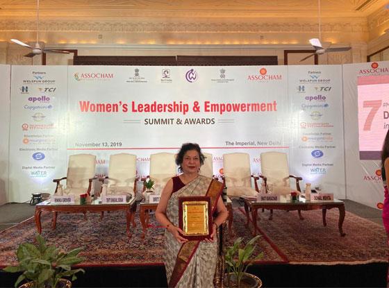 ASSOCHAM-Women-Achiever-of-the-Year-award-(2)